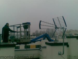 Montaż anteny naziemnej z podnosnika koszowego Warszawa Białołęka