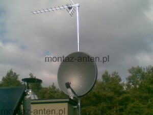 Antena satelitarna i naziemna zamontowana na dachu Warszawa Bielany