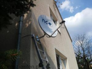 Montaż anteny NC+ na elewacji budynku Warszawa Ursus