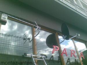 Montaż anteny satelitarnej i naziemnej na futrynie okna. Restauracja Parana Warszawa Centrum